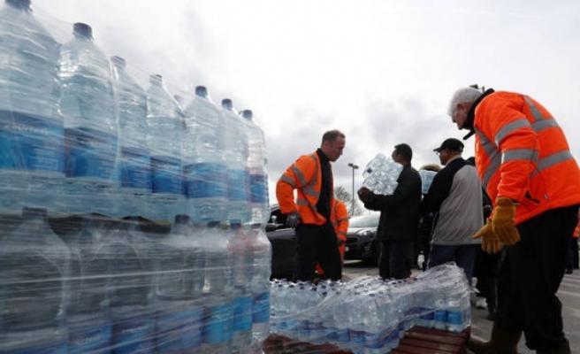 Londra'da Su Rafları Boşaldı