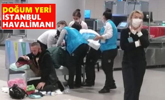 Uçaktan İndi Havalimanında Doğum Yaptı