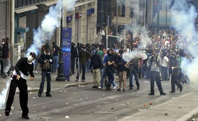 Atina\'da oylama öncesi sert çatışmalar