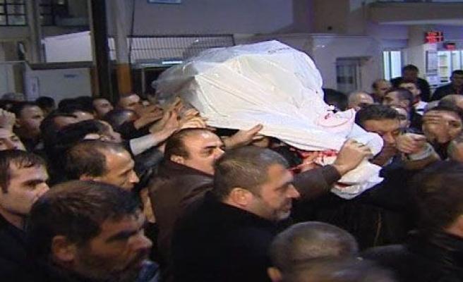 Azer Bülbül'ün cenazesi gözyaşlarıyla karşılandı