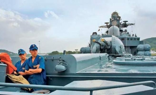Bölgenin ateşi yükseliyor: Rusya'dan uçak gemisi