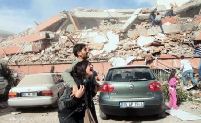Depremde son durum: 535 ölü, 2 bin 300 yaralı
