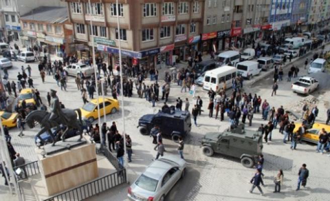 Hakkari'nin Yüksekova ilçesinde 5.4 büyüklüğünde deprem oldu