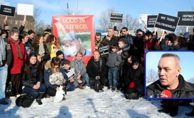 Hollanda\'da karakolda ölen Türk genci için yürüyüş