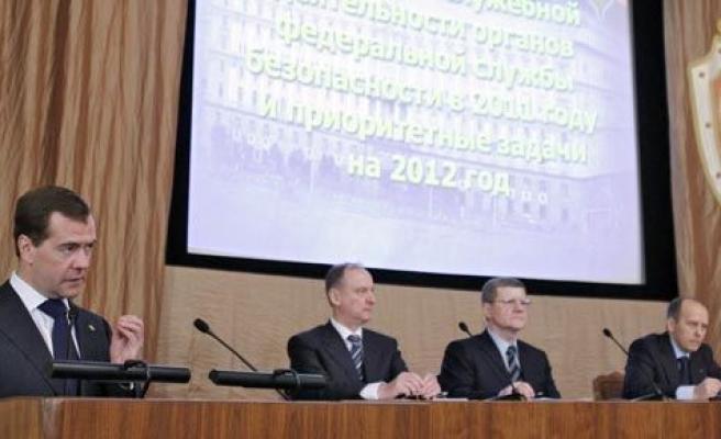 Medvedev\'den 200 ajan açıklaması