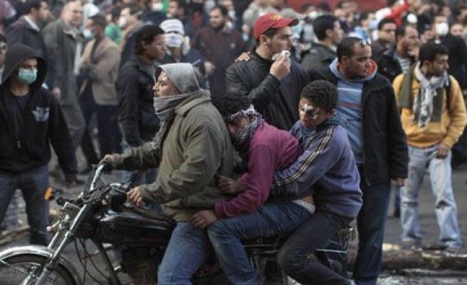 Mısır\'da yaralılar, motosikletlerle taşındı