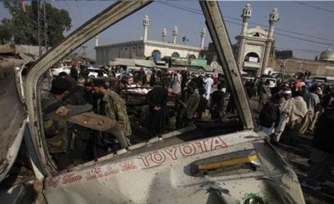 Pakistan'da bombalı saldırı: 22 militan öldü