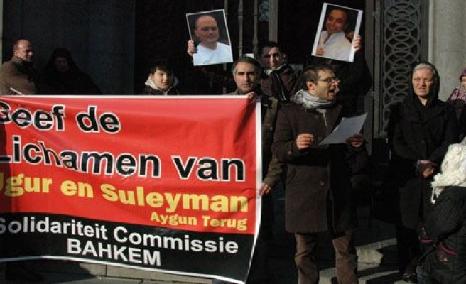 Türklerden, Belçika\'da 'cenaze' protestosu