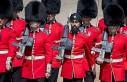 İngiltere'de türbanla törene katılan muhafızı...