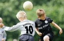 Futbolda 12 yaşından küçük çocuklara kafa vurma...