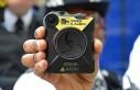 Almanya'da polisler vücut kamerası ile devriye...