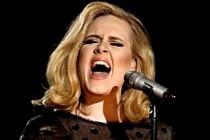Adele'in 'Hello' şarkısı tıklama rekoru kırdı