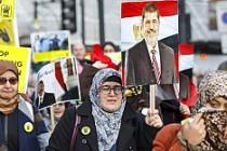 Londra'da Mursi'ye özgürlük gösterisi