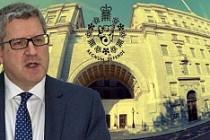 İngiliz istihbaratı MI5, en iyi eşcinsel dostu