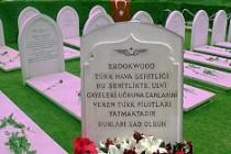 Londra Türk Hava Şehitliği'nde anma töreni