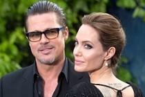 Angelina Jolie ile Brad Pitt çifti ayrılıyor