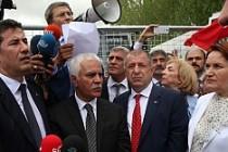 MHP'de muhaliflerden ortak bildiri