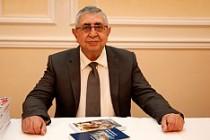 Osman Balıkçıoğlu kitaplarını imzaladı