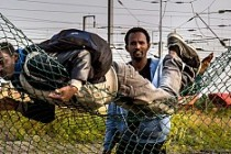 Sığınmacıların sınırda açlıkla savaşı