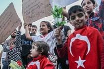 Suriyelilere vatandaşlık açıklaması İngiltere basınında