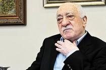 Gülen'in avukatları hakkında yakalama kararı