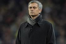 Jose Mourinho, Louis van Gaal'ın gerisinde kaldı