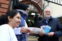 İngiliz Sol Parti Lideri Corbyn Camiden Mesaj Verdi