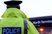 Terör şüphelisi yolcu uçakta gözaltına alındı