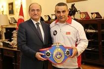 Şampiyon Boksör Karakuş'a Büyükelçi Bilgiç'ten Destek