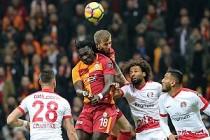 Antalyaspor galibiyeti Galatasaray'ı liderliğe yükseltti