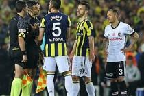 Fenerbahçe - Beşiktaş derbisi 3 Mayıs'ta devam edecek