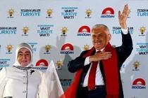 Başbakan Binali Yıldırım'dan Balkonda 'Kucaklaşma' Mesajı