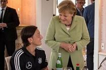 Merkel: Mesut Özil'in Kararına Saygı Duyuyoruz