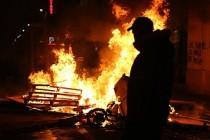 Fransa'da 'Sarı Yelekli' Alevlere Teslim