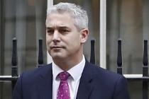 İngiltere'de istifa eden bakanların yerine gelecek isimler belirlendi