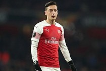 Arsenal, Mesut Özil ile yollarını ayırmayı düşünüyor
