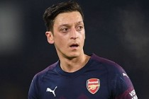 İngiliz basınında Mesut Özil aleyhinde yorumlar