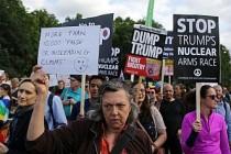 Londra'da Donald Trump protesto edildi