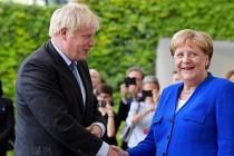 Boris Johnson başbakan olarak ilk ziyaretini o ülkeye yaptı