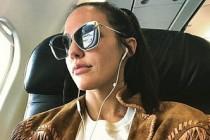 Meryem Uzerli, bindiği uçakta fenalaştı