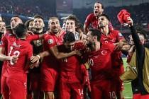 A Milli Futbol Takımı liderliğini sürdürdü