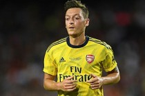 Emery, Mesut Özil'in neden kadro dışı kaldığını açıkladı