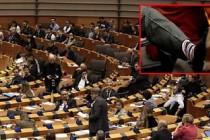 Avrupa Parlamentosu'ndaki Brexit mesaisine çoraplar damga vurdu!