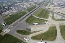 Heathrow Havalimanı'na üçüncü pist yapılması planları durduruldu