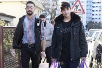 Almanya'da Müslüman gençlerden yaşlılara yardım