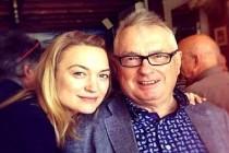 İngiliz aktris Peter Myles, babasını koronavirüsten kaybetti