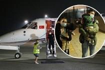 Londra'da operasyonla ayrılan siyam ikizleri Türkiye'ye yolcu edildi