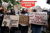 Londra'da Irkçılık Karşıtı Gösteri Çatışmaya Dönüştü