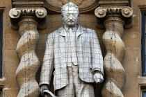 Oxford'da Sömürgeci Cecil John Rhodes Heykeline Tepki Seli