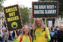 Londra'da Koronavirüs Önlemleri Protesto Edildi